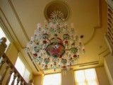 Chandelier in which green and red are decorated